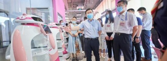 La Cina presenta il primo ristorante robotico e senza contatto al mondo
