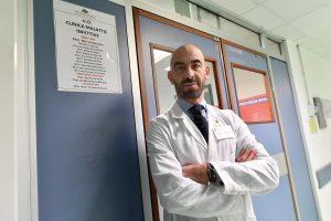 Bassetti del Policlinico San Martino: Covid, basta gridare al lupo. I numeri dicono altro