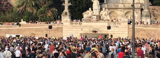 """Lo scienziato alla piazza: """"Siamo qui per difendere la libertà di tutti"""""""